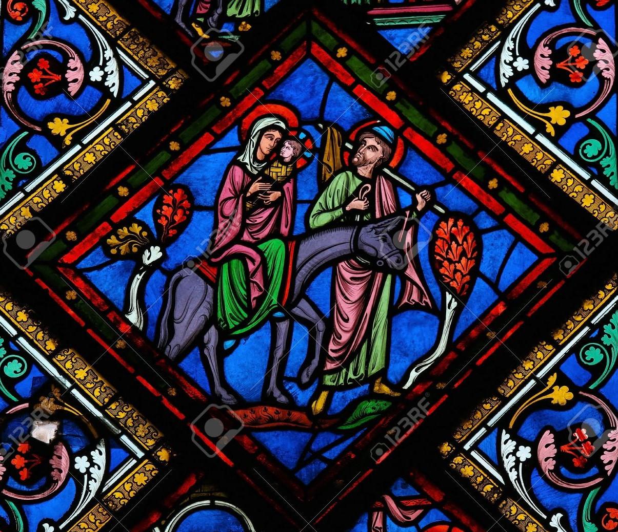 Glas-in-lood-raam-van-de-heilige-familie-in-bethlehem-in-de-kathedraal-van-bayeux-normandië-frankrijk 2019